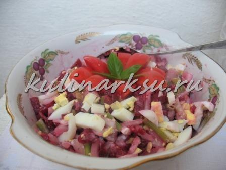 Салат из стручковой фасоли и селедки