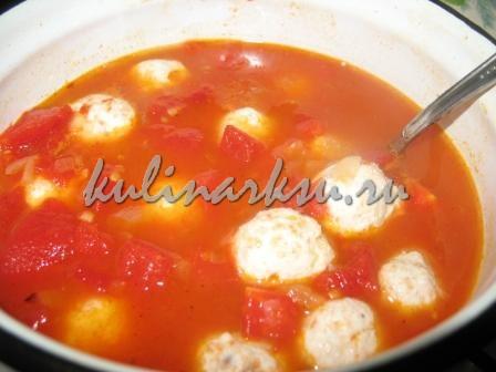 Фрикадельки с соусом из помидор