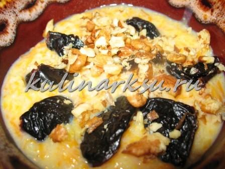 Пшенная каша с тыквой, черносливом и орехами