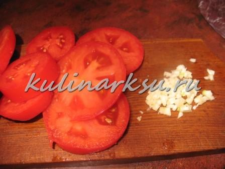 Отбивные из печени с томатами
