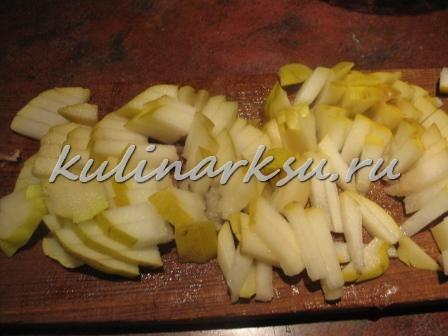 Вкусный салат из груши и сыра