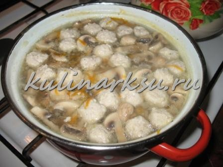 Грибной суп с куриными фрикадельками