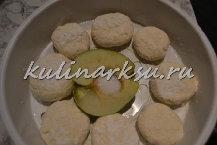 Творожники с яблочным пюре