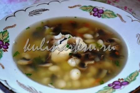 Куриный суп с грибами и фасолью