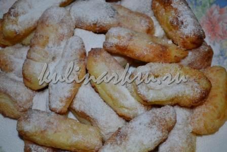 Творожные пончики, посыпанные сахарной пудрой