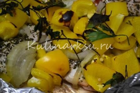 Куриное филе, запеченное с овощами