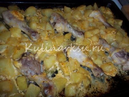 Румяная картошечка, запечённая с куриными ножками